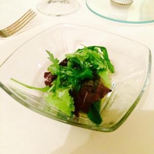 Un piatto di mezzo... misticanza , succo di mela verde e rafano